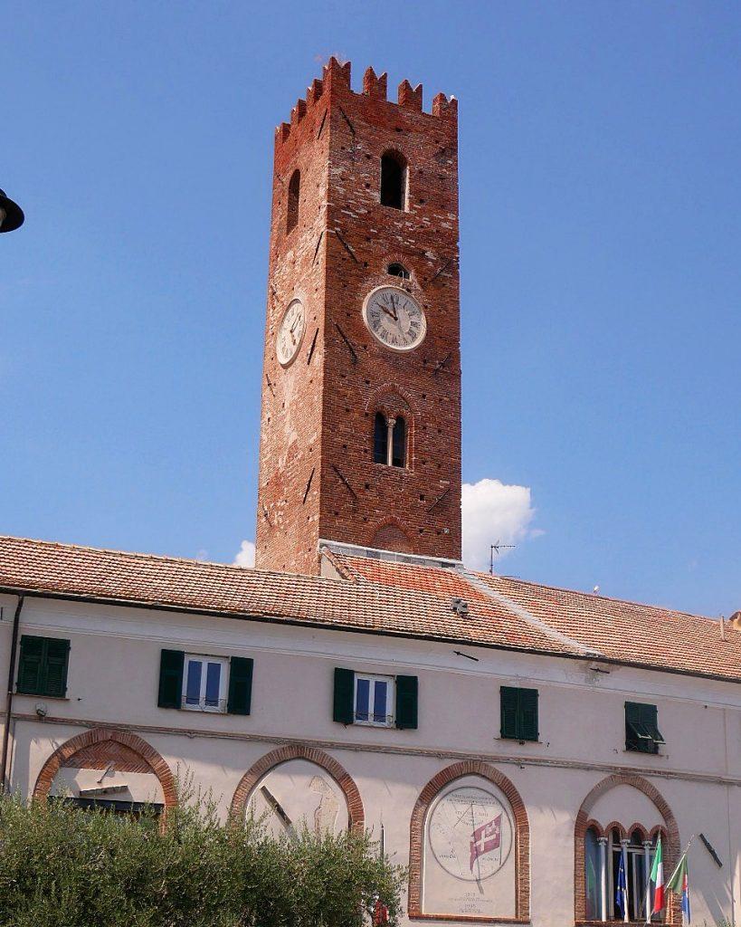 Torre del municipio Noli